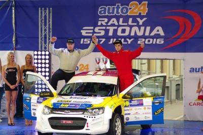 2014. aasta konkursil sporditalendi esikohaga pärjatud Karl Martin Volver (paremal).
